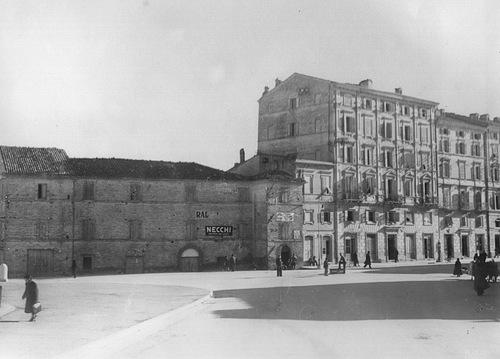016a Piazza Vittoria